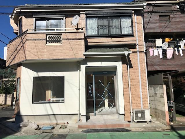 葛飾南水元二郵便局の3軒隣にコインランドリーが出来るようです~。
